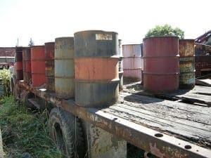 Hier ein Beweisfoto der amerikanischer Geheimdienste für mobile Öllager der Kubaner<br><small>Quelle: http://commons.wikimedia.org/wiki/File:Barrels_JM07.jpg</small>