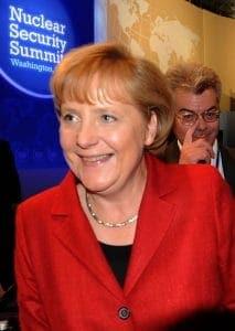 Über Große Koalition für Notstands-Regierung Kanzlerin bei der Vorbereitung des nuklearen Weltfrieden<br><small>Quelle: http://commons.wikimedia.org/wiki/File:Cristina_Fernandez_Angela_Merkel.jpg </samll>