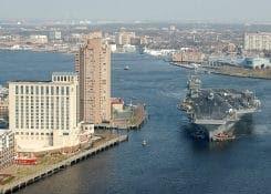 Flugzeugträger beim RheinschiffenQuelle: http://commons.wikimedia.org/wiki/File:USS_George_Washington_in_Norfolk_Naval_Station.jpg