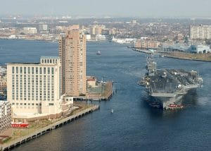 Flugzeugträger beim Rheinschiffen<br>Quelle: http://commons.wikimedia.org/wiki/File:USS_George_Washington_in_Norfolk_Naval_Station.jpg