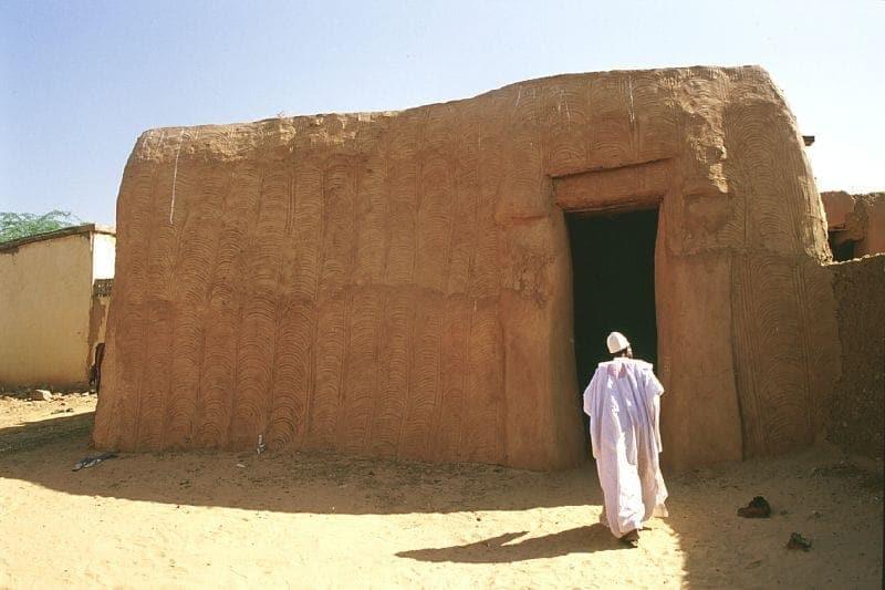 Der neue Peters-Dom in Niger, noch ungeweißelt