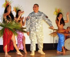 US Army sucht den Shooting StarQuelle: http://commons.wikimedia.org/wiki/File:Flickr_-_The_U.S._Army_-_Asian-Pacific_American_Heritage_Month.jpg