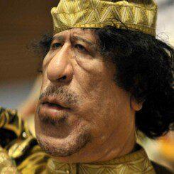 Gaddafi zeigt sich einsichtig und fordert Einschreiten des Westens