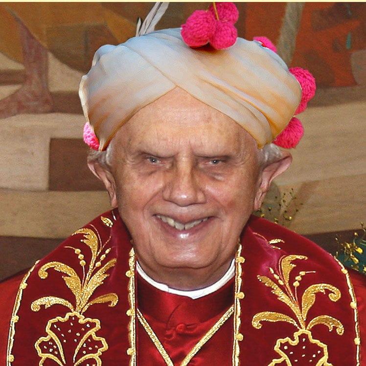 Benediktollah XVI teilt seine Freuden mit Mammon …