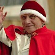 Weihnachtsfreuden, Kampfautomaten und festlich illuminierte Grenzbefestigungen Benediktollah Paparatzinger BenedettoXVI camauro