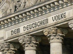"""Quadriga, Goldelse und """"Dem Deutschen Volke"""" werden verkauft"""