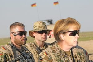 Merkels Flüchtlingsbekämpfung à la Churchill German_ISAF_Merkel_Soldiers_Training