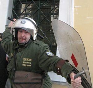 04 Greek_Peace Activist Volk nicht für die von ihm ausgehende Gewalt gerüstet