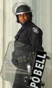 05-Poebel_officer_in_Aufstandsmode Volk nicht für die von ihm ausgehende Gewalt gerüstet