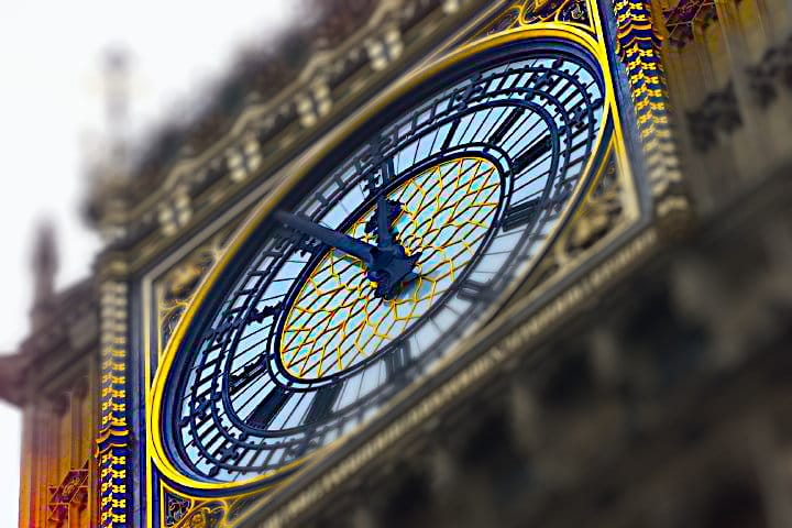 big-ben-clock-5 vor to 12 Turmuhr