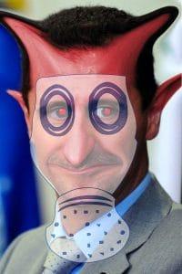 Wenn der Gasmann dreimal klingelt, steht die Weltpolizei mit neuer Syrien-Strategie in der Tür Bashar_al-Assad_gasmaske devil