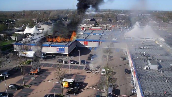 brennendes EInkaufszentrum Panik Konsum Horror tote und verletzte