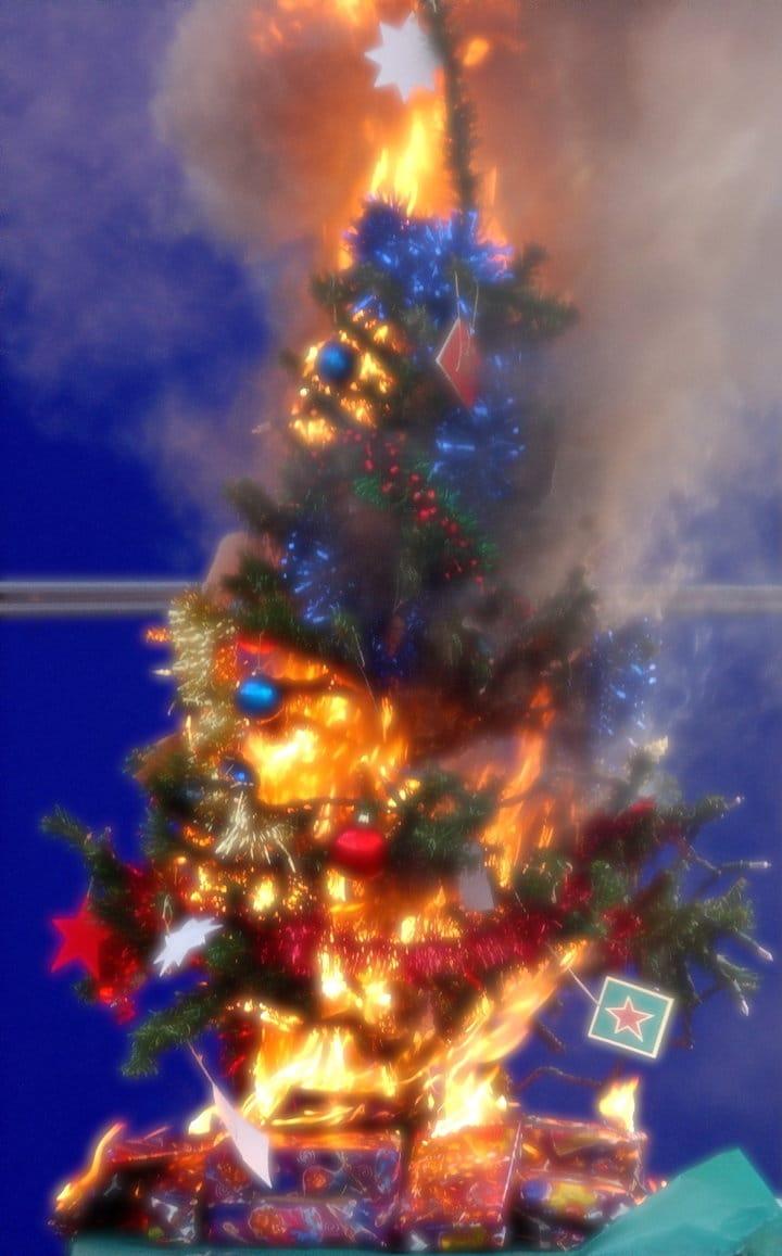 """Weihnachten ohne Christbaum, die """"pyromantische"""" Nachlese weihnachtsbaum in falmmen erleuchtung abgefackelt weihnachtstraum oh tannebaum"""