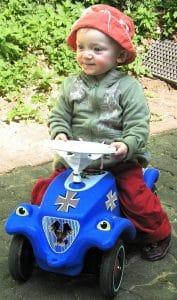 Bundeswehr Spaß Agentur nimmt minderjähriges Kanonenfutter ins Visier von der leyen kindersoldaten kinderarmee bundeswehr_bobbycar teilzeitkrieg familiengerechte kriege