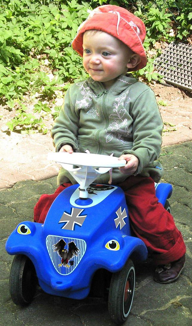 Familiengerechte Teilzeitkriege und Kinder bei der Bundeswehr von der leyen kindersoldaten kinderarmee bundeswehr_bobbycar teilzeitkrieg familiengerechte kriege