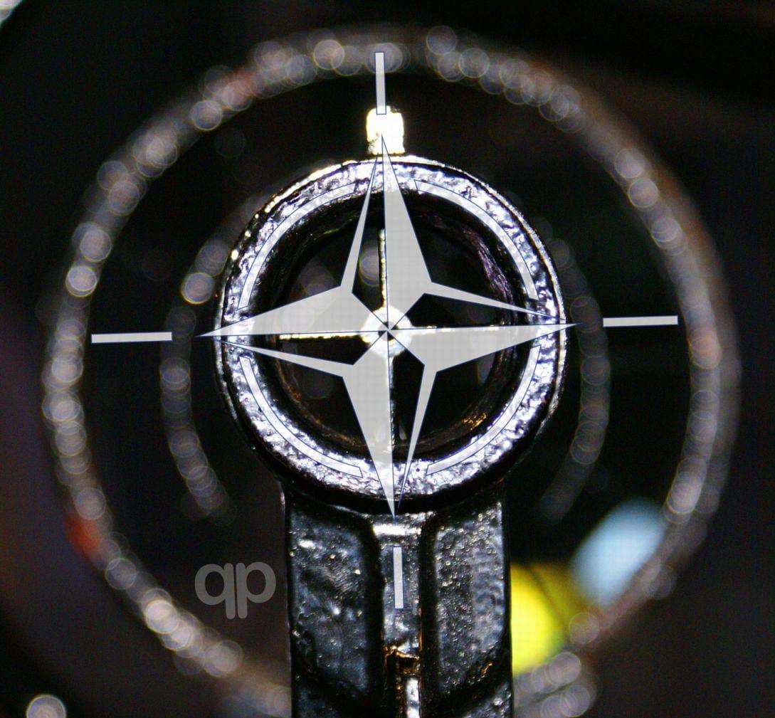 NATO_Fadenkreuz_Visier_Imperialismus_Hegemonie_Kolonialismus_Staatsterrorismus_Krim_Krimhalbinsel_Angriffskrieg_Kolloborateure_Drohne_Drohnenkrieg_kalter_Krieg_arkadius_neumann_pixelio.de_