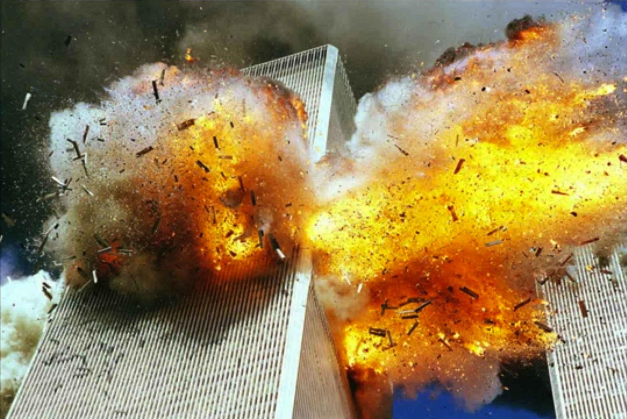 Bildschirmfoto 911 aluteile der Verkleidung des WTC fliegen umher