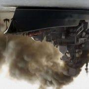 impression russisches Kriegsschiff bei simulation eines rauchgasangriffs vor Australien diwn under verkehrte Welt