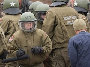 Bundeswehr übt Bürgerbekämpfung mit schwerem Gerät riot control aufstandsbekaempfung bundeswehr gegen buerger Aufstand Unruhe