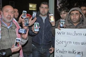 IS Kämpfer und andere Terroristen zur Kur in Europa Fluechtlinge in tiefer Sorge um ihre Kinder und Frauen die sie in den Kriegsgebieten zuruecklassen mussten.jpg