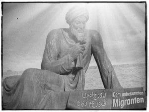 Denkmal für den unbekannten Migranten Denkmal dem unbekannten migranten nach dem Abebben der fluechtlingswelle
