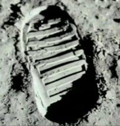 Stiefel Fussabdruck auf dem Mond Mondlandung Showtime grosses Hollywood Kino der sechziger und siebziger Jahre Fake Hoax