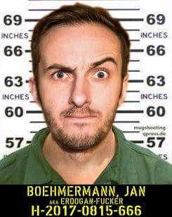 Mugshot Fahndungsbild Jan Boehmermann alias Erdogan Fucker Verbrechen gegen die Menschlichkeit politische Korrektheit qpress