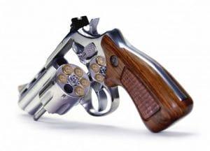 Spezial_russisch_roulette_mit_fuenf_patronen_der_NATO_sicherer_waffe_revolver_gluecksspiel_mit_dem_Leben.jpg