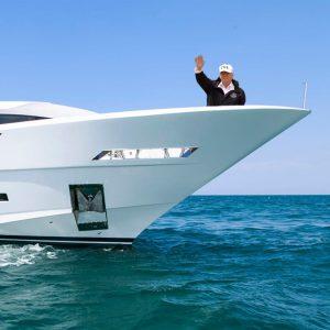 Trump macht Yacht-Rundfahrt durch Houston
