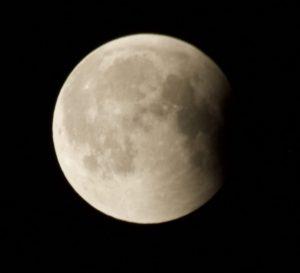 Wir leben nicht erst seit heute hinterm Mond